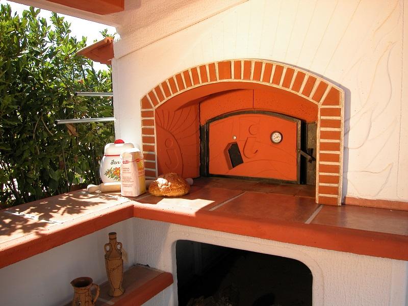 Guida alla pulizia del forno a legna